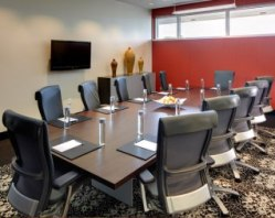 01_hotel_meetingsandevents_hotelboardroom1